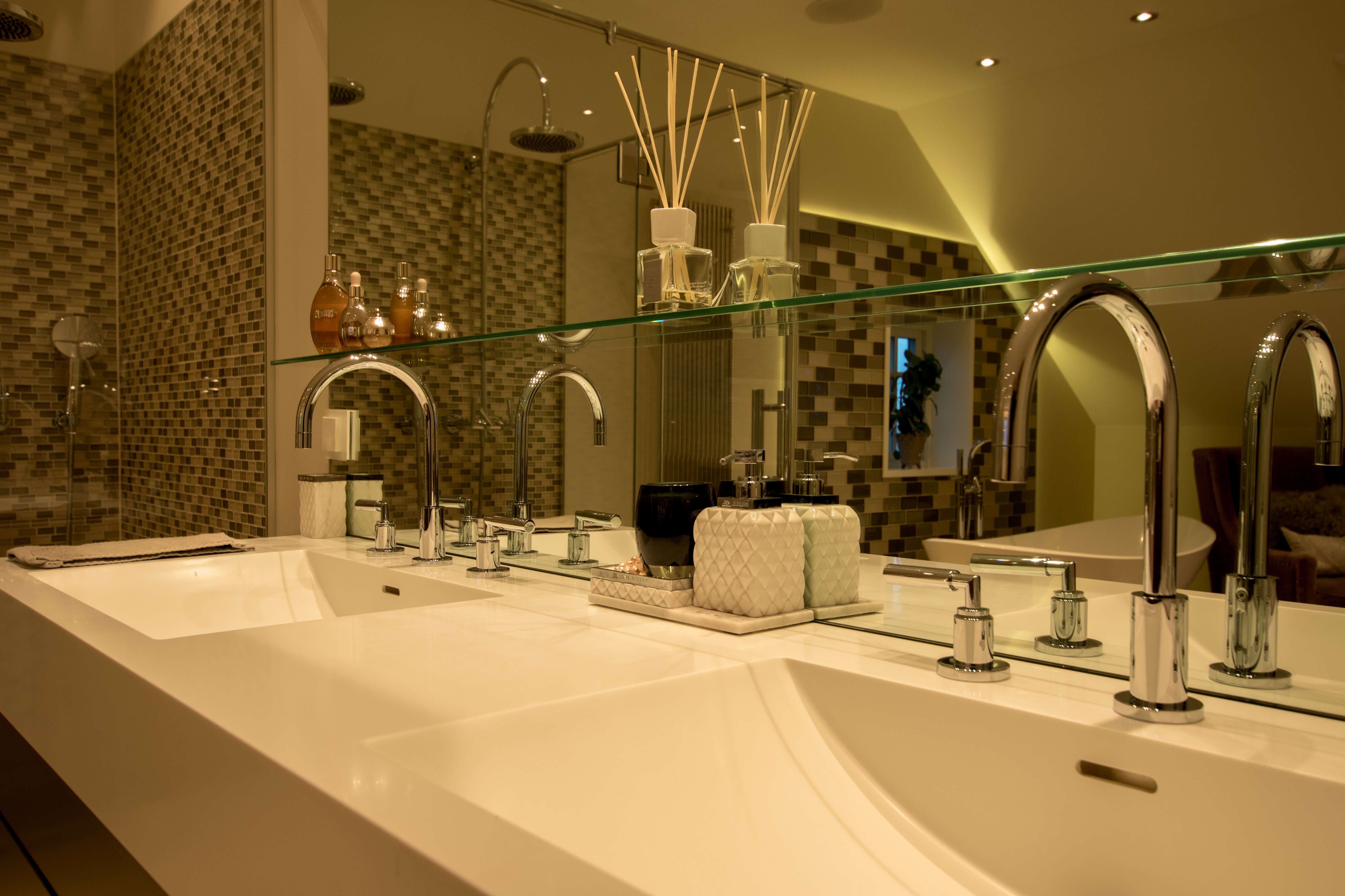 Double sink, big mirror and an inviting environment.