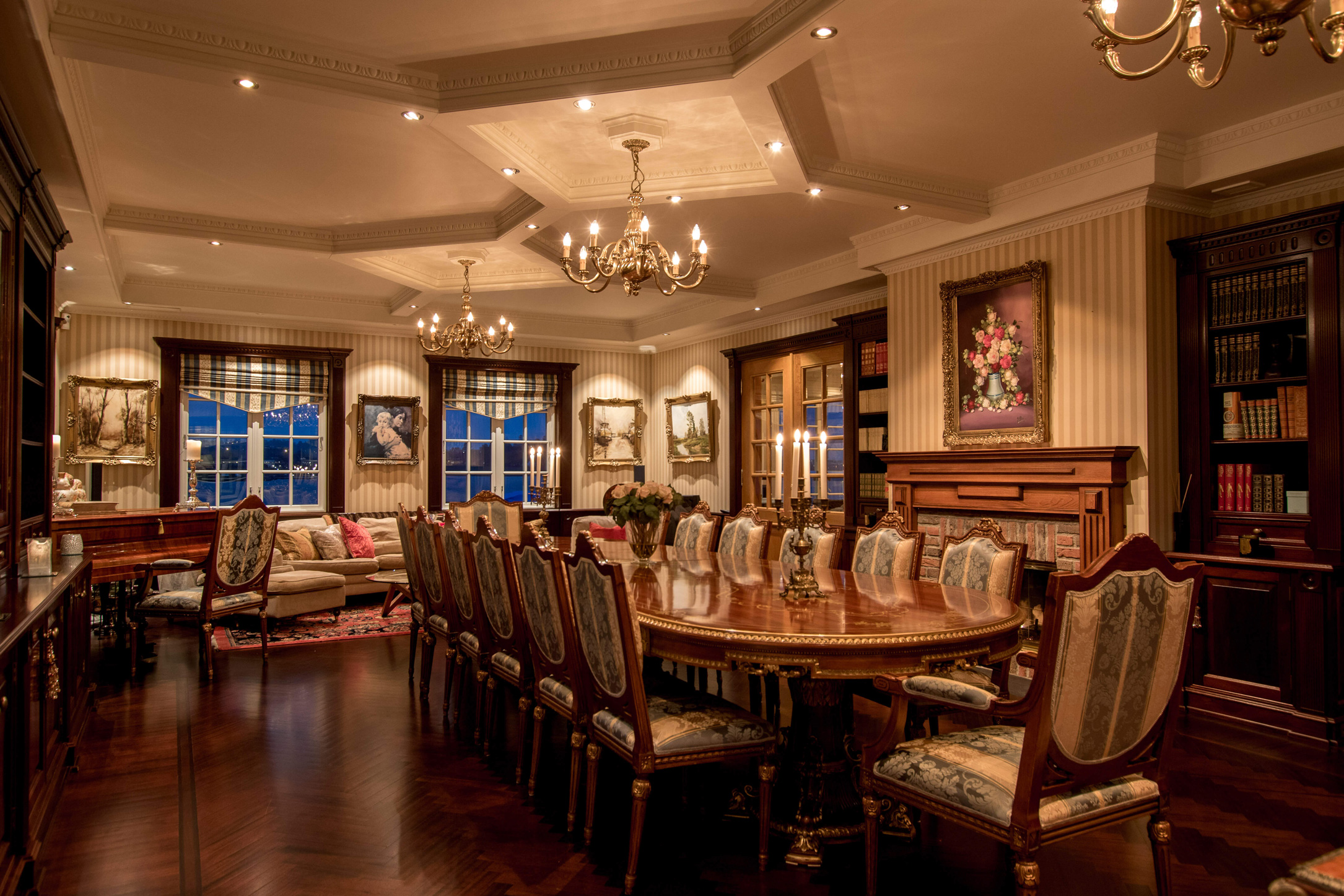 Wine, dine, entertain or invite business associates to a meeting in exceptional surroundings.
