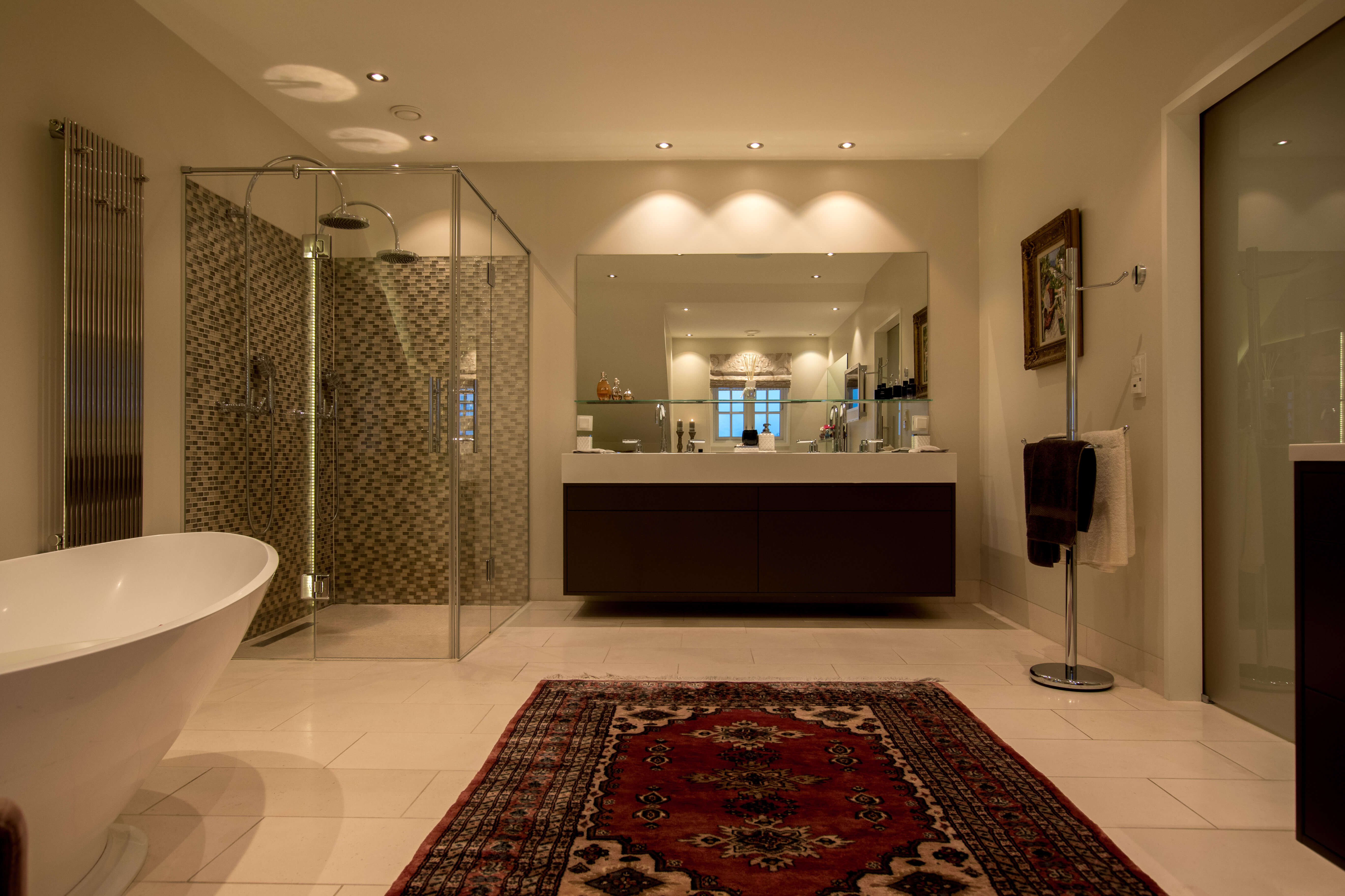Main bathroom overview.